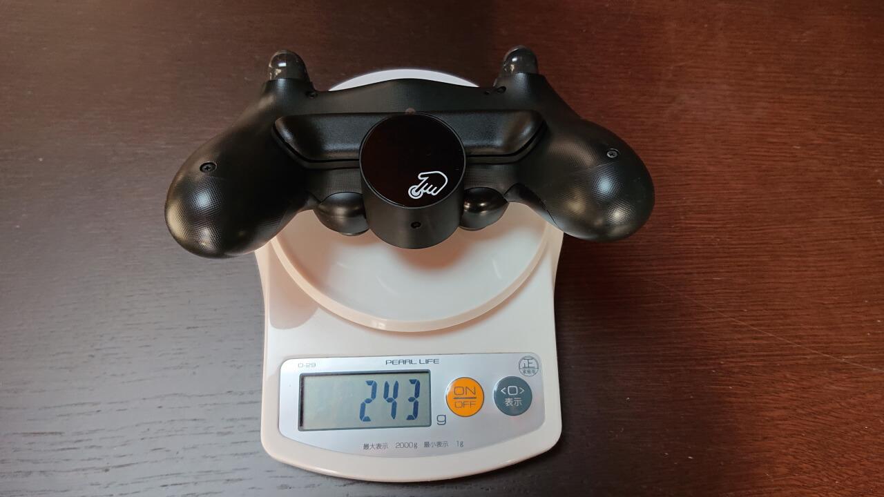 ディアルショック4 背面ボタンアタッチメント 装着後の重さ